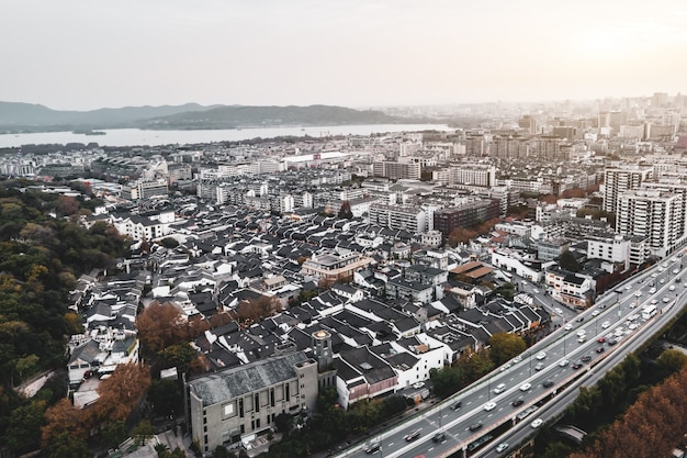 Fotografia aerea del paesaggio architettonico urbano di hangzhou