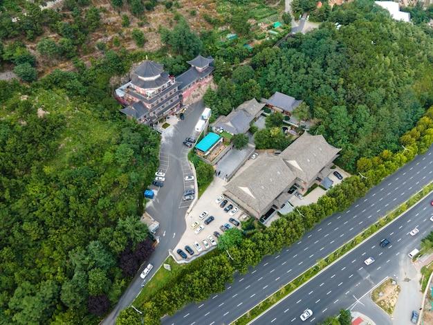 Fotografia aerea dell'area panoramica del parco turistico di qingdao laoshan