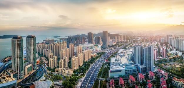 Fotografia aerea dell'orizzonte del paesaggio di architettura della città della costa occidentale di qingdao
