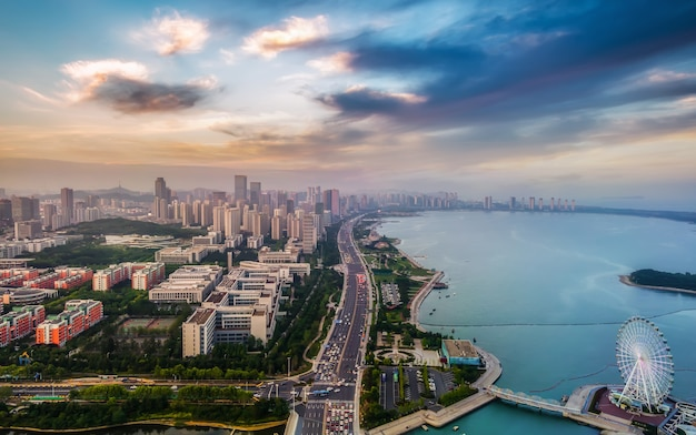 Fotografia aerea dell'orizzonte del paesaggio di architettura della città della costa occidentale di qingdaoo