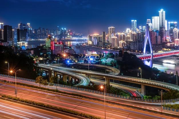Fotografia aerea della vista notturna della città di sichuan e chongqing