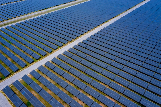 Vista aerea superiore fattoria solare, pannelli solari in thailandia