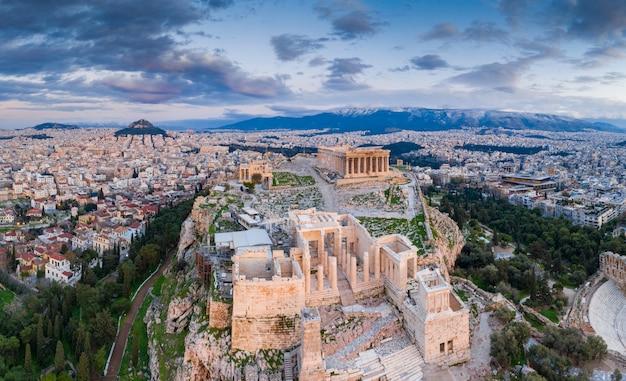 Vista aerea dell'acropoli di atene al tramonto