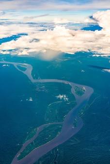 Veduta aerea del rio delle amazzoni in perù