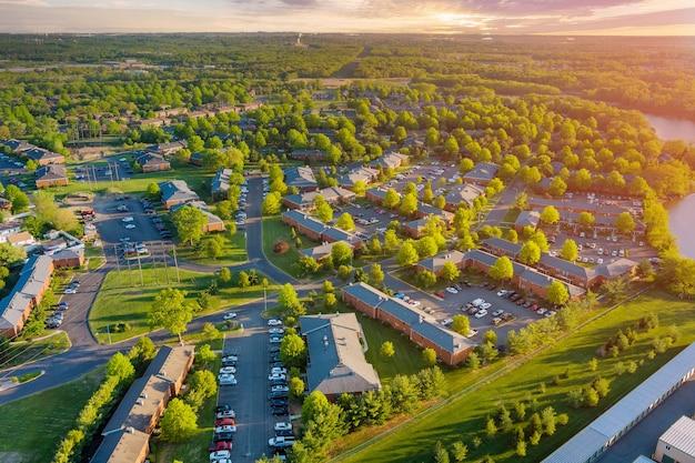 Vista aerea del complesso di appartamenti case, un quartiere residenziale east brunswick new jersey