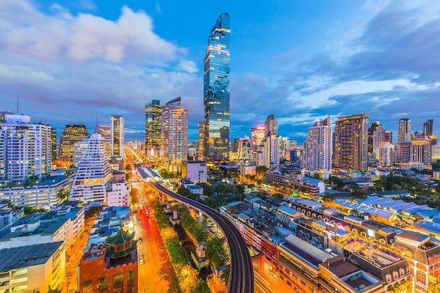 Vista aerea degli edifici per uffici moderni della città di bangkok, condominio, hotel a bangkok