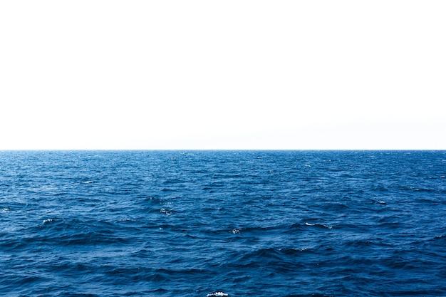 Vista aerea alle onde dell'oceano blu