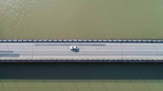 Vista aerea sul ponte sul fiume kaparcha nella giornata di sole, poti, georgia