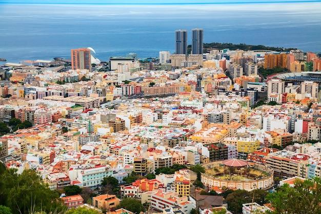 Vista aerea della capitale dell'isola - santa cruz de tenerife, isole canarie, spagna
