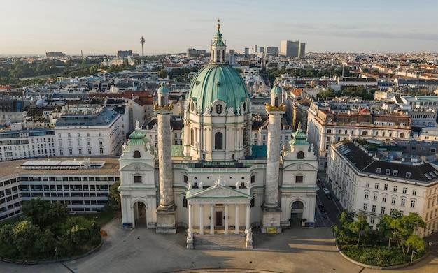 Veduta aerea della chiesa di carlo al mattino presto