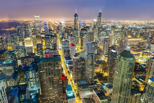 Vista aerea del centro di chicago al tramonto