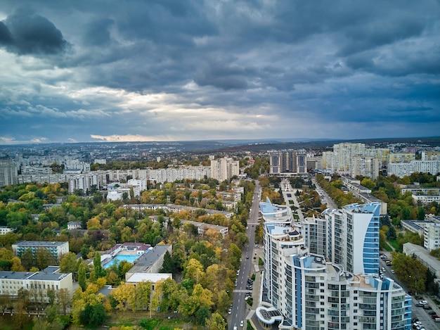 Vista aerea della città al tramonto bellissimo paesaggio autunnale della città