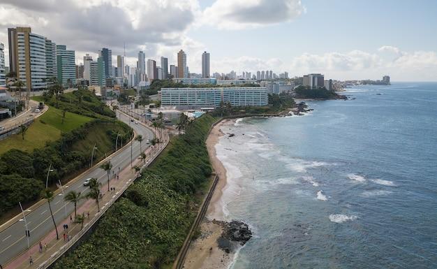 Vista aerea della costa di salvador bahia brasile.