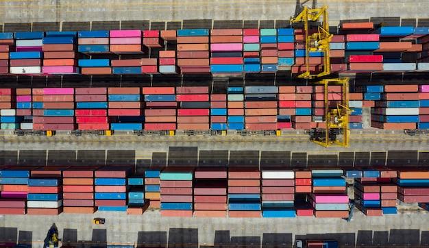 Vista aerea container spedizione internazionale, attività logistiche