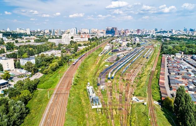 Vista aerea del deposito alla stazione ferroviaria di kiev-pasazhyrskyi in ucraina
