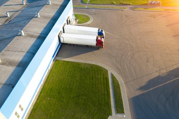 Veduta aerea del centro di distribuzione, veduta aerea della zona logistica industriale.