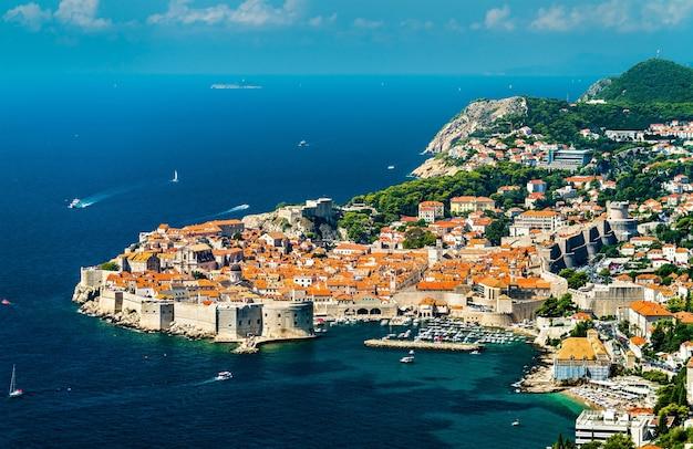 Vista aerea di dubrovnik, un'importante destinazione turistica sul mare adriatico in croazia