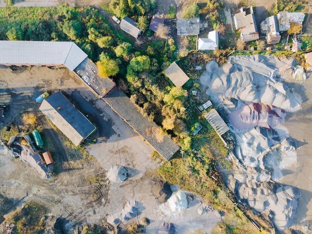 Fabbrica di veduta aerea per la produzione di pali in cemento armato per getto di calcestruzzo