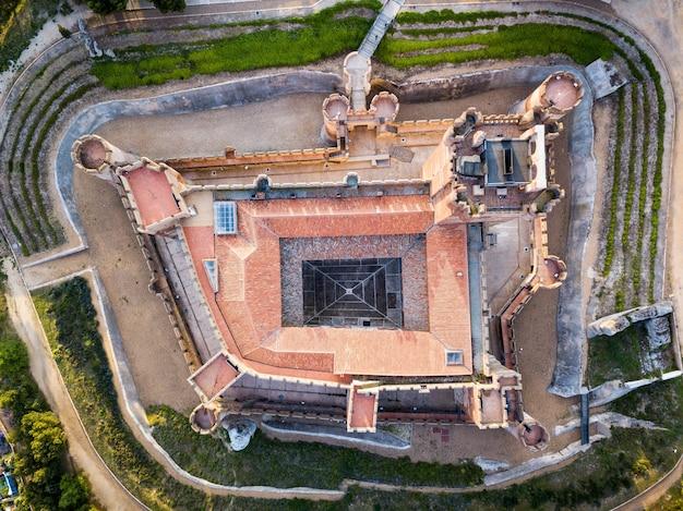 Vista aerea del famoso castello castillo de la mota nella medina del campo al crepuscolo, valladolid.