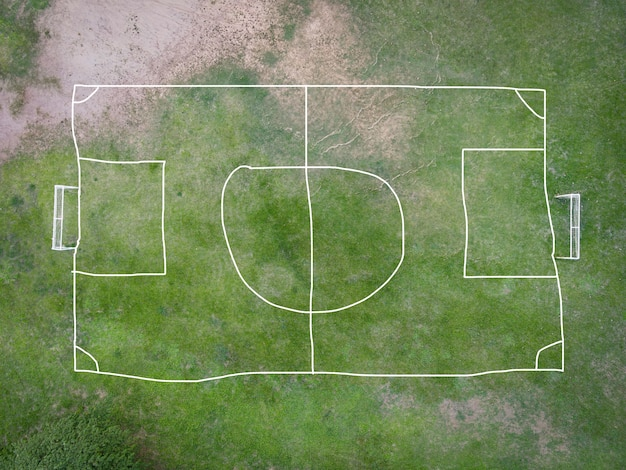Vista aerea campo natura verde campo da calcio sfondo, campo da calcio vista dall'alto dall'alto in campagna, campo da futsal vista a volo d'uccello