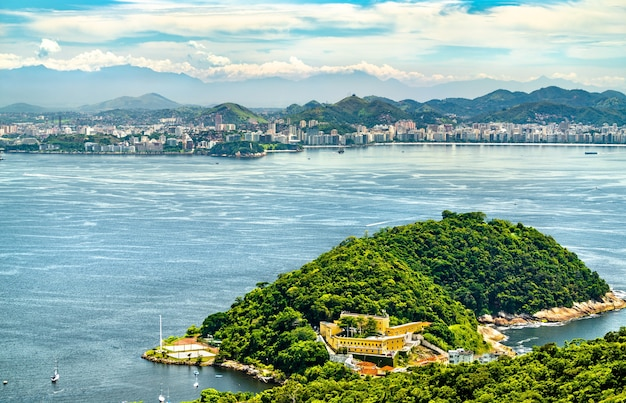 Vista aerea della fortezza di fortaleza de sao joao a rio de janeiro