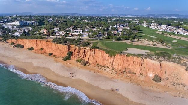 Aerea. vista dal cielo sui campi da golf della località turistica vale de lobo. vilamoura.