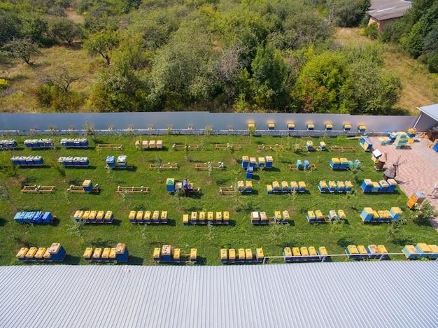 Vista aerea del grande industriale di apiario