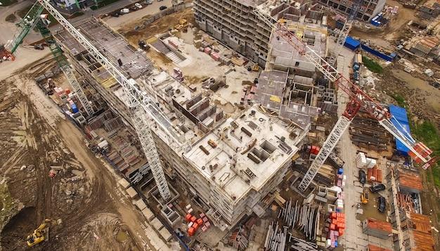 Vista aerea di un enorme cantiere con