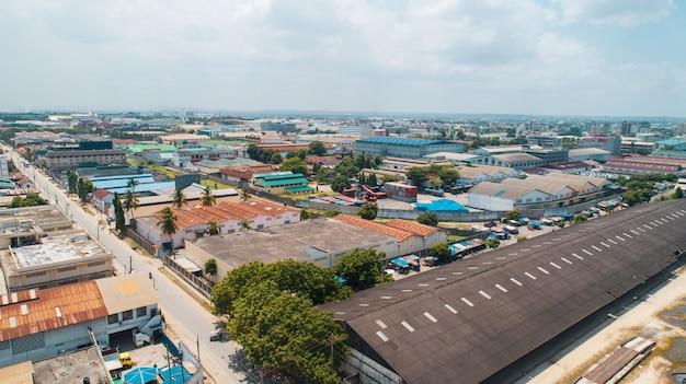 Vista aerea della zona industriale di dar es salaam.