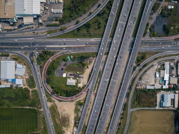 Veduta aerea delle autostrade che si intersecano