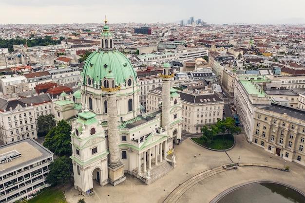 Veduta aerea della chiesa karlskirche a vienna