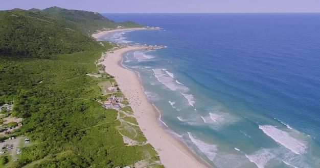 Vista aerea della spiaggia mole florianopolis brasile praia mole
