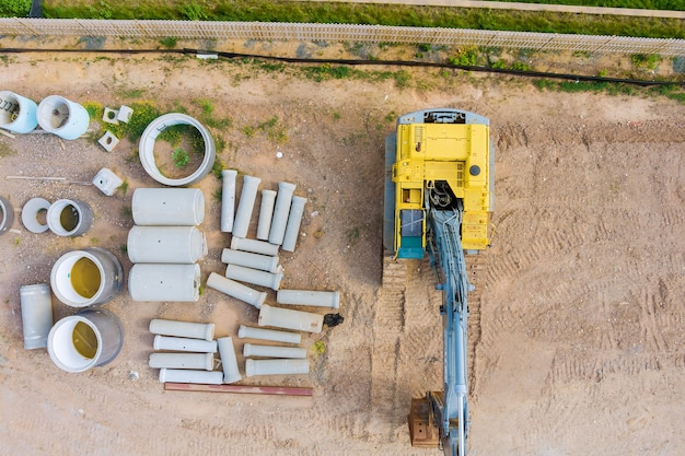 Vista aerea nuovi edifici complessi residenziali per lavori di costruzione nella posa di tubi sotterranei
