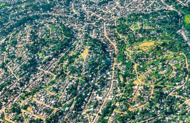 Vista aerea della periferia nord di rio de janeiro