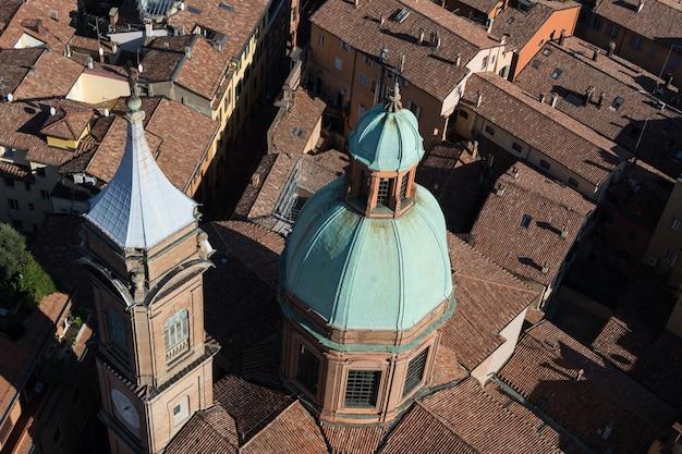 Vista aerea di architettura di vecchi edifici a bologna, italia