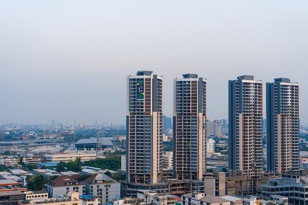 Vista aerea di una vecchia zona residenziale di bangkok.