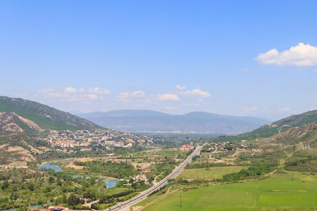 Vista aerea sulla città vecchia mtskheta in georgia