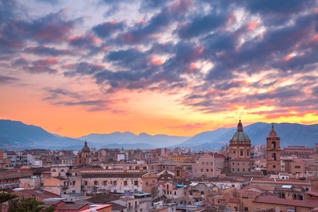 Vista aerea di palermo al tramonto, sicilia, italy