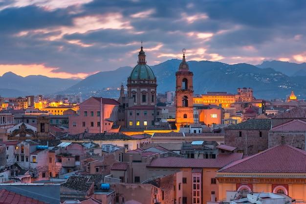 Veduta aerea di palermo con la chiesa del gesù al tramonto, sicilia, italy