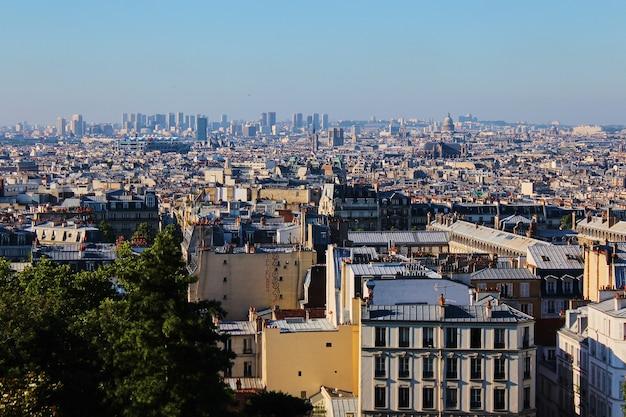 Vista aerea di parigi dalla butte montmartre, francia.