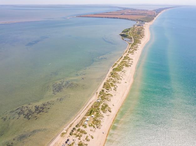 Vista aerea del plat tra l'estuario e il mar nero nei pressi di anapa sochi russia