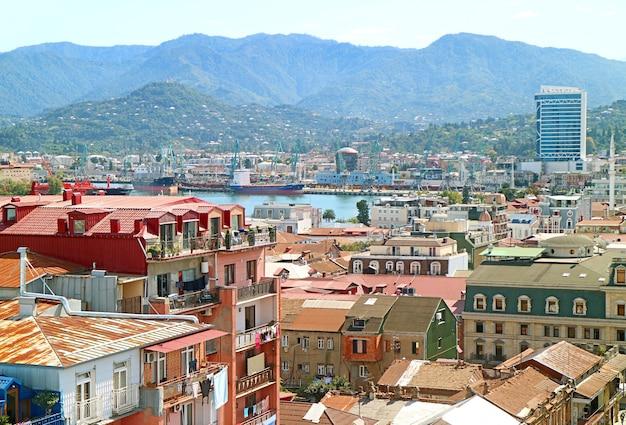 Vista aerea del porto di batumi area sulla costa del mar nero, città di batumi, regione di adjara, georgia