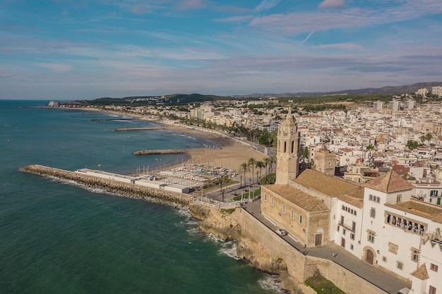 Vista aerea di sitges, piccola cittadina vicino a barcelona