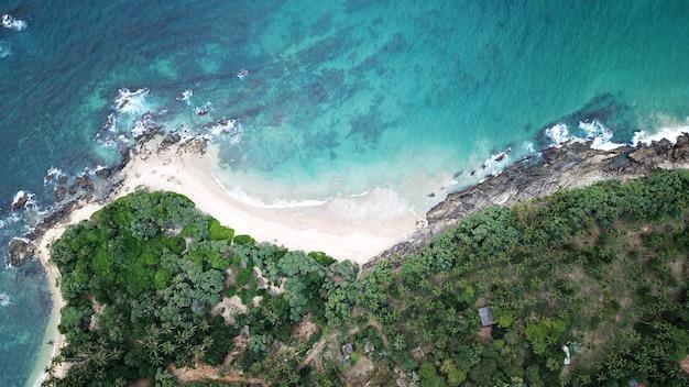 Vista aerea della costa sud dell'isola dello sri lanka