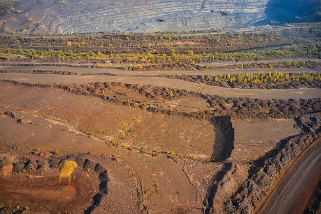 Vista aerea della cava mineraria del sud della fabbrica mineraria in ucraina
