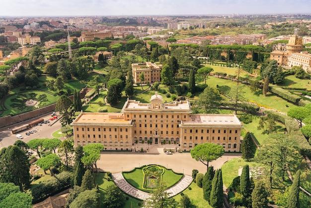 Veduta aerea dei giardini vaticani :. palazzo del governatorato, giardini, radio vaticana, convento. roma, italia
