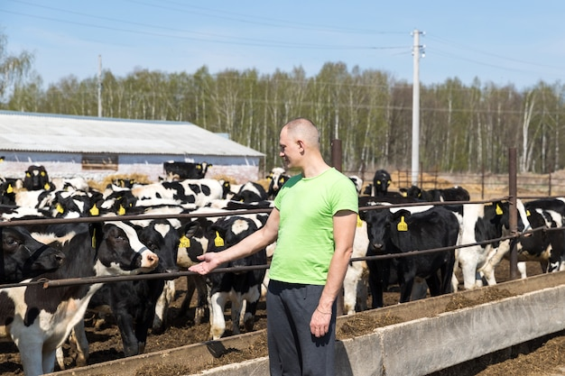 Industria agricola, agricoltura, persone e concetto di zootecnia