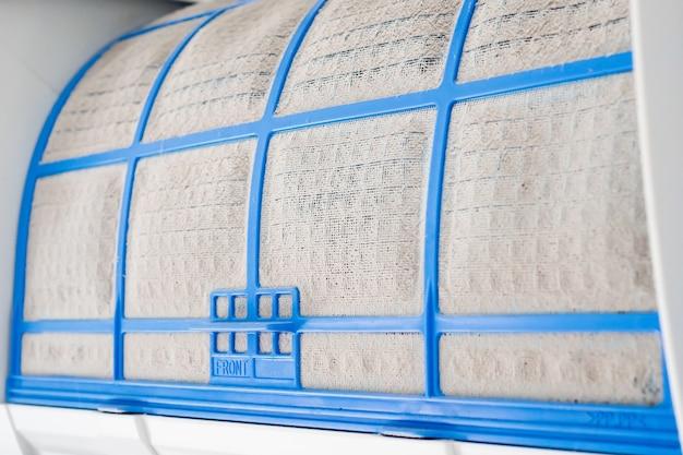 Condizionatore d'aria con filtro sporco da vicino