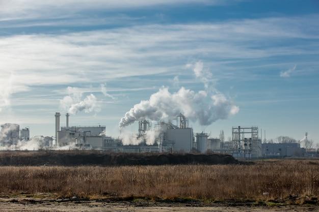 Emissioni di aria dalla fabbrica di trasformazione dell'amido