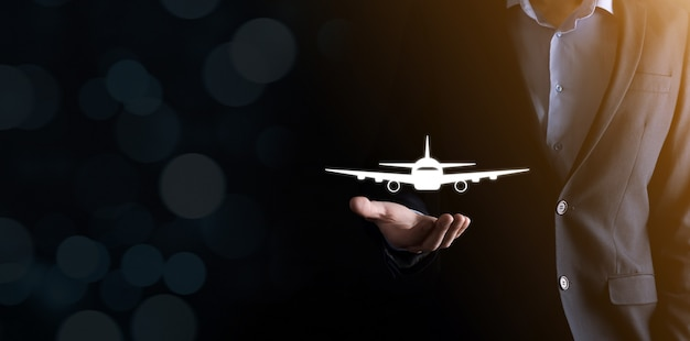 Prenotazione di biglietti aerei o concetti di assicurazione di viaggio online.